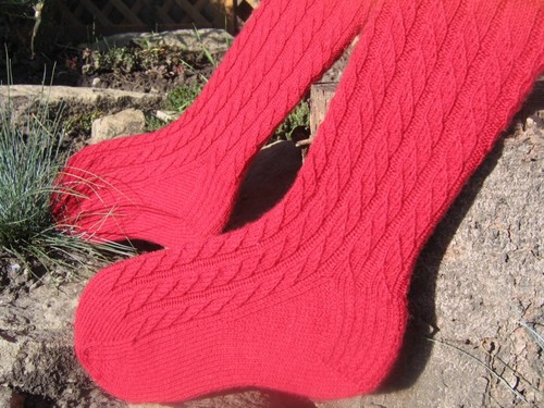 Red_cable_twist_socks_